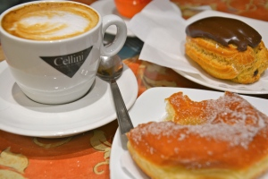Cappuccino with beignet al cioccolato and ciambella